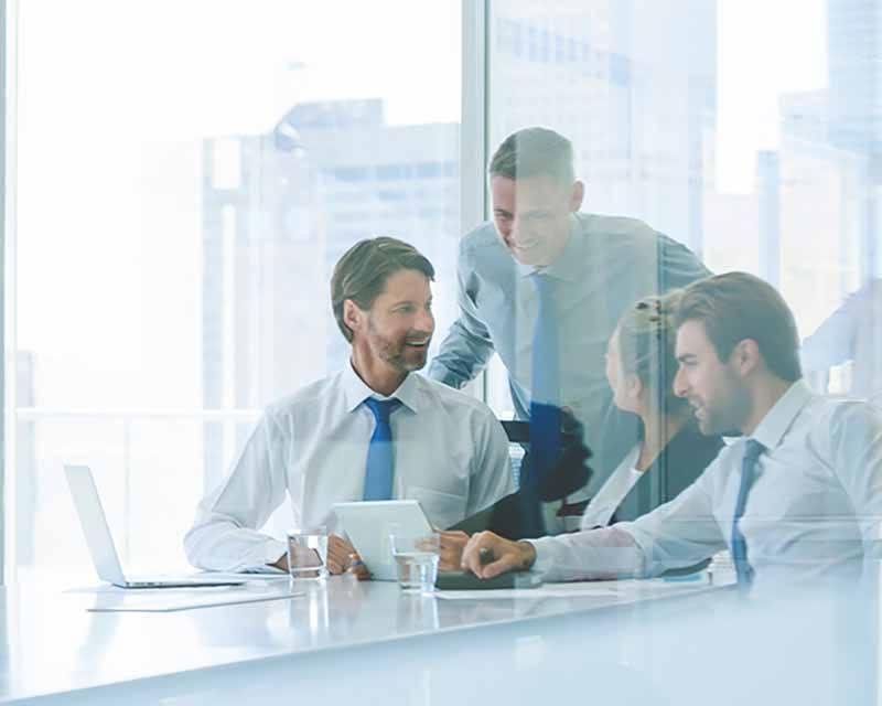Team bei der Businessplan Erstellung.